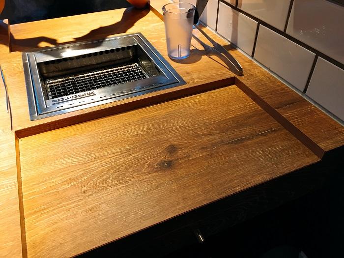 一人焼肉に特化したグリル付きテーブル