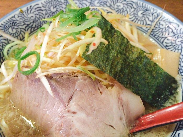 「中華そば郷屋 天神店」福岡でマストの醤油ラーメンを食べてきた